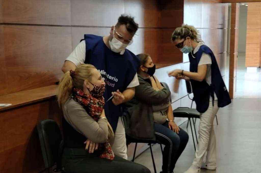 El Hospital Gutiérrez duplicó los puestos de vacunación y acelera el plan de vacunación Covid 19 en Venado Tuerto. Crédito: Sur24