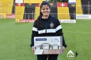 Paraguay: le regalaron un juego de ollas a la jugadora de la fecha