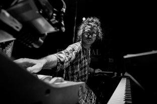"""Premios Gardel: """"Sin tiempo"""", del venadense Leo Genovese, nominado como mejor álbum de jazz"""