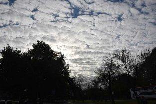 Sábado de cielo nublado en la ciudad de Santa Fe