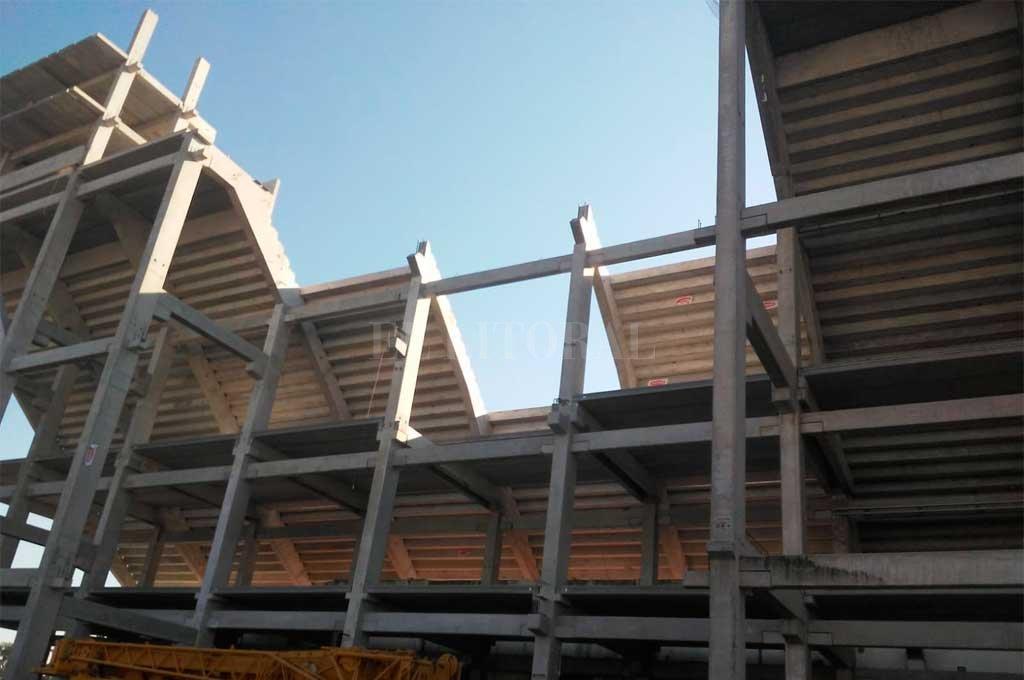 EXCLUSIVO EL LITORAL. Así se terminó la semana de trabajo en el 15 de Abril, donde la estructura quedó cerrada