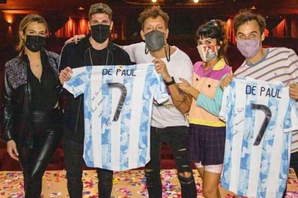 Rodrigo De Paul y su mujer Camila junto a Nicolás Vázquez, Gime Accardi y Benja Rojas. Crédito: Instagram