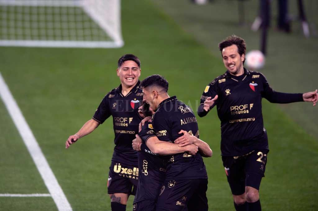 Colón estrena el campeonato en Santa Fe ante Lanús -  -