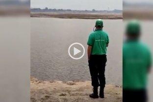 Advertencia de un inspector municipal a imprudentes que paseaban por el lecho de la Setúbal -