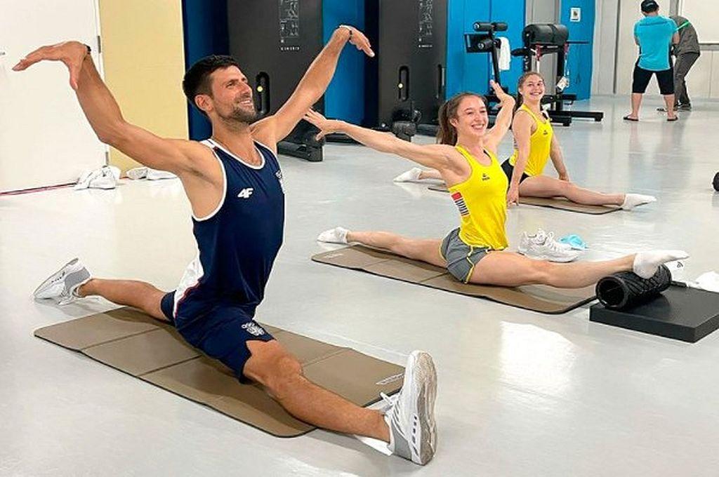 Novak Djokovic entrenó con las gimnastas de Bélgica en Tokio y se convirtió en tendencia -