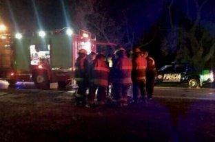 Un auto volcó en la ruta 70 y dos personas tuvieron que ser rescatadas por Bomberos Voluntarios