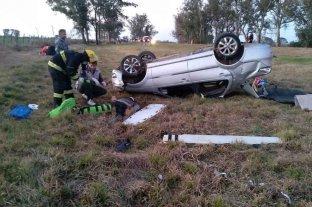 Acceso San Jerónimo Norte: volcó un auto en el que circulaban siete personas   -
