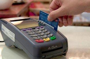 Más compras con débito y menor demanda de efectivo en Argentina