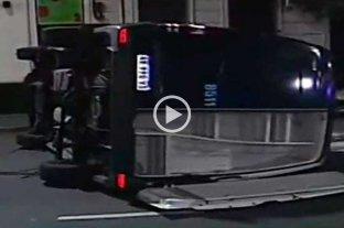 Video: camioneta de la policía chocó cuando iba a hacer pericias por el caso de Chano Charpentier