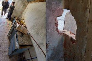 Robo y destrozos en el centro comunitario de Las Lomitas - Los delincuentes hicieron un boquete en la pared. Luego violentaron el ventiluz de un baño que fue el lugar por donde ingresaron. -