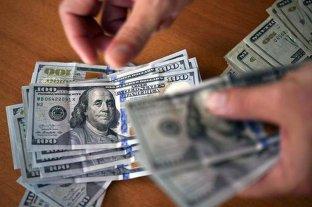 """El dólar oficial abrió este martes con aumento y el """"blue"""" se vende a $ 184"""