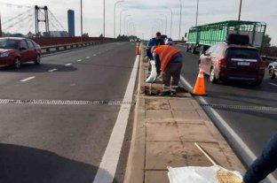 Realizan trabajos de mantenimiento en la Ruta 168 sobre el Viaducto Oroño