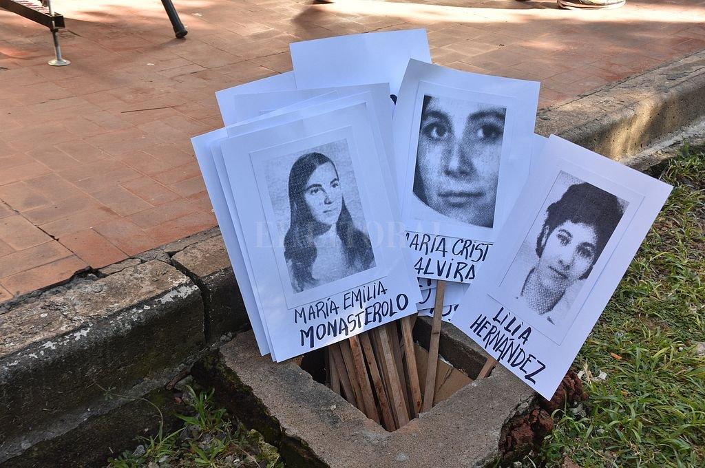 Homenaje a docentes desaparecidas durante la última dictadura militar. Crédito: Guillermo Di Salvatore