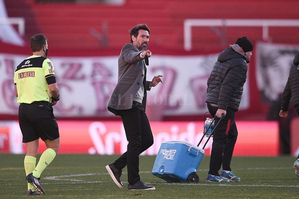 El entrenador de Colón dio su opinión sobre el polémico arbitraje de Hermán Mastrángelo y sus asistentes Crédito: Matías Nápoli