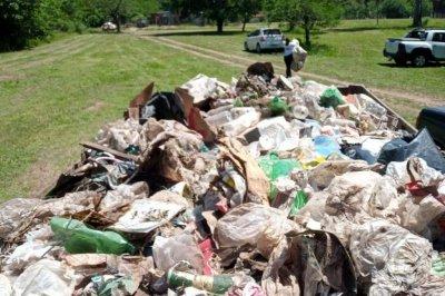 Vecinos autoconvocados de distintas localidades salen a limpiar el río Carcarañá