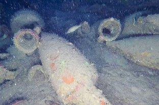 Italia: hallaron un antiguo barco romano cargado con jarras de vino