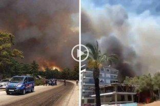 Al menos tres muertos y varios evacuados por un incendio forestal en el sur de Turquía