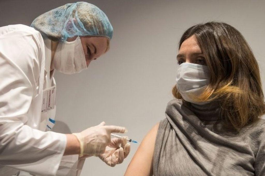 Advierten que las personas vacunadas pueden transmitir la variable Delta - Imagen ilustrativa -