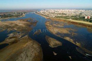 El agua de la canilla seguirá  salada hasta que el río suba - Salada. Por la Setúbal desciende el agua que viene del Paraná, a través del Leyes, y de los Saladillos Amargo y Dulce, la que luego es captada por la toma de Aguas Santafesinas, ubicada junto al club Azopardo. -