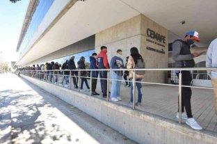 Covid: hubo fila para vacunarse en el Cemafe