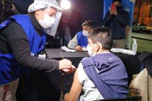 Realizan operativos de vacunación a personas que viven en la calle en Rosario y Santa Fe
