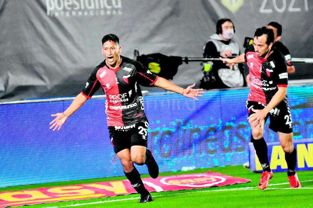 Uno sí, el otro no. El gol más gritado de los últimos años en Colón, sin dudas: el primero contra Racing en el Estadio del Bicentenario en San Juan, el que lo empezaba a poner