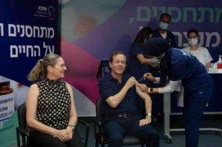 El Presidente de Israel recibió una tercera dosis de la vacuna de Pfizer