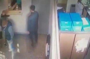 Video: se hicieron pasar por pacientes y asaltaron un laboratorio