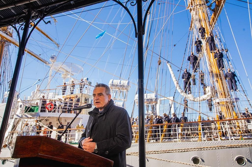 El funcionario santafesino encabezó el último acto de su gestión, al hablar en la ceremonia de Orden de Zarpada de la Fragata ARA Libertad. Crédito: @RossiAgustinOk