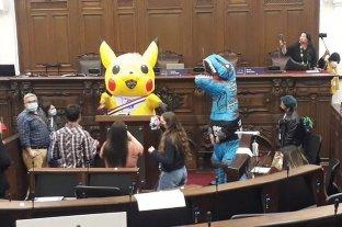 Chile: una legisladora se disfrazó de Pikachu para dar un mensaje en la Asamblea Constituyente