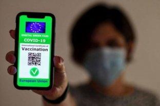 """Italia prepara el debut del """"pase verde"""" para vacunados"""