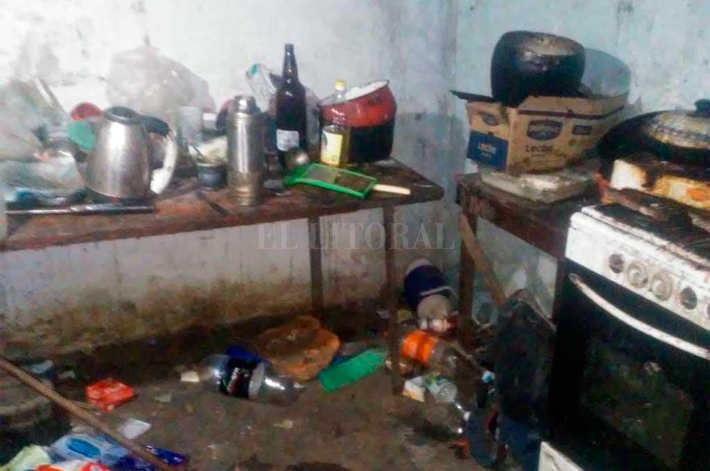 El estado en el que estaba la vivienda donde fueron hallados los menores. Crédito: El Litoral