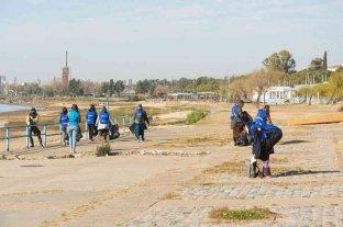 Recolectaron 2.000 kilos de residuos en la jornada de limpieza del río Paraná y la costa -  -