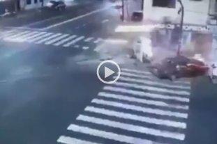 Video: chocó, mató, se prendió fuego su auto y escapó - Así quedó la escena del suceso. -