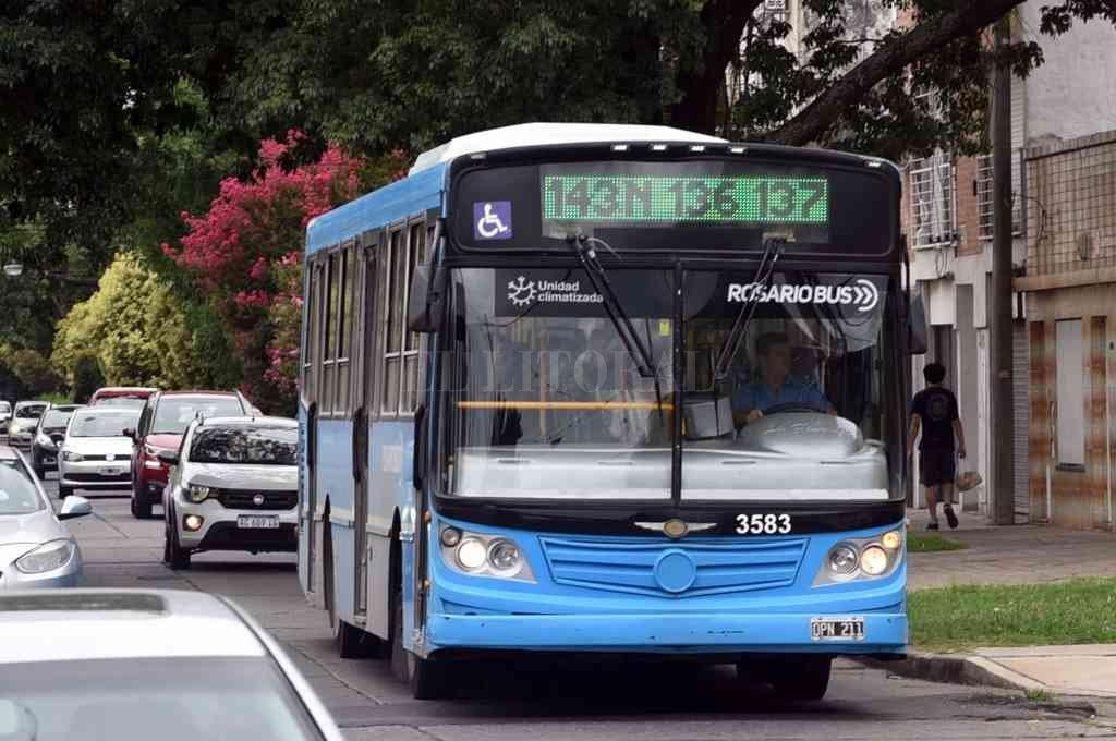 Desde hoy viajar en colectivo es más caro en Rosario -  -