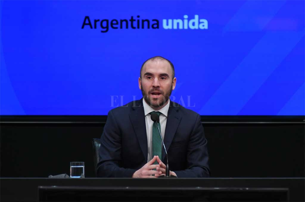 """""""Vemos una Argentina que se está recuperando"""", asegura el Ministro de Economía - Martín Guzmán, ministro de Economía. -"""