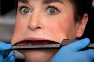 Samantha Ramsdell  rompió el récord Guinness como la mujer con la boca más grande del mundo