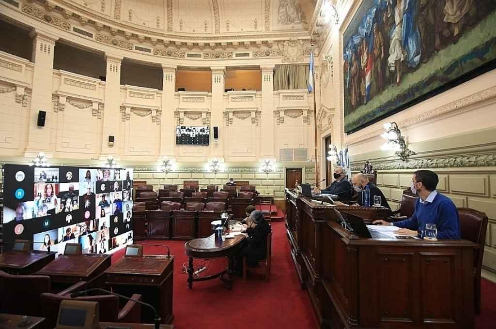 Otra sesión de la Cámara de Diputados con la mayoría de los integrantes desde las pantallas.    Crédito: Gentileza