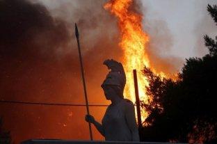 Impactante: enormes incendios en los suburbios del norte de Atenas