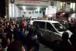Emotivo último adiós a los tres bomberos fallecidos en Caseros