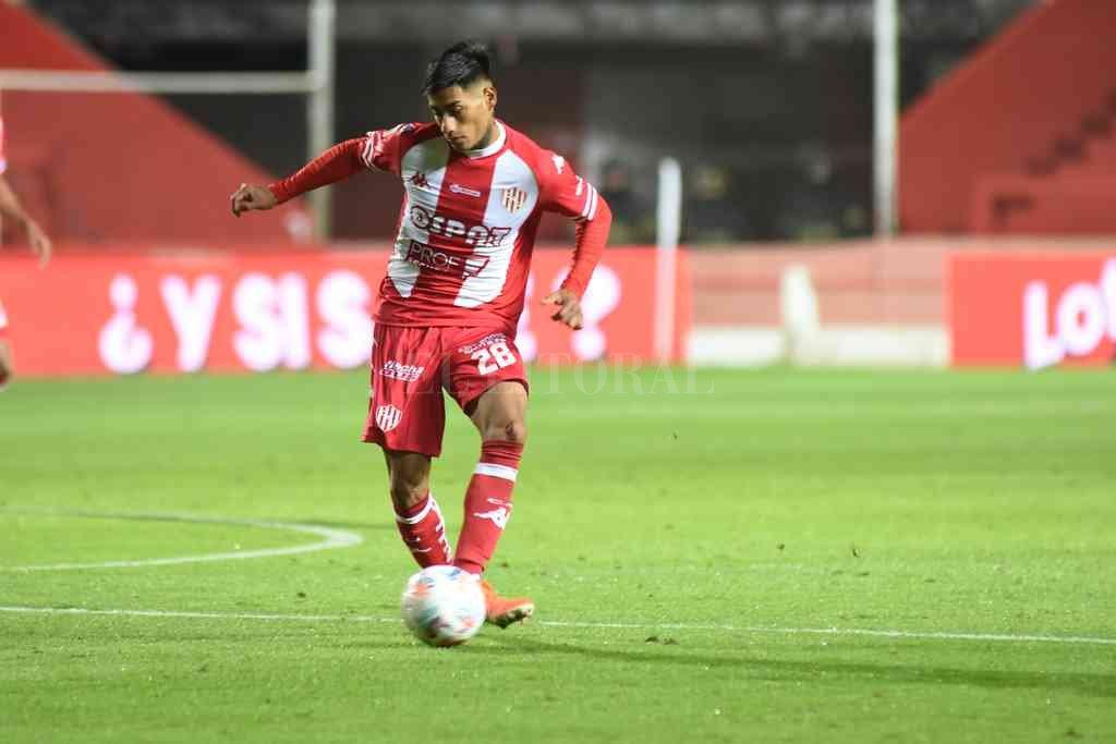 Titular. Para Azconzábal, Portillo es un jugador importante en la zaga y por eso confía en su recuperación física. Crédito: Manuel Fabatía