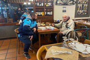 Tiene 99 años, lo dieron por desaparecido pero se había escapado de la familia para comer en un restaurante