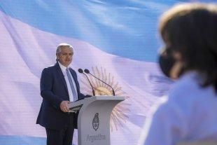 Fernández espera un PCR negativo para volver a la actividad presencial y definir cambios en el gabinete