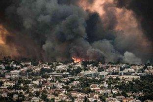 Los incendios siguen amenazando a Grecia y obligan a más evacuaciones