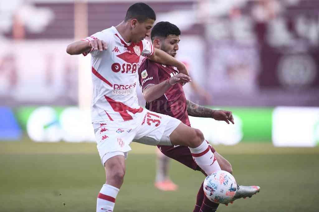 Lucas Esquivel tuvo un buen partido, tanto cuando le tocó entrar ante Boca como en los 90 minutos frente a Lanús. Parece que el Vasco lo ratifica. Crédito: Matías Nápoli
