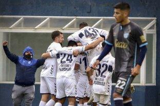 Gimnasia le ganó a Atlético Tucumán sobre la hora en La Plata