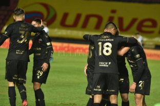 Con gol de Meza, Colón le ganó a Gimnasia en el Centenario