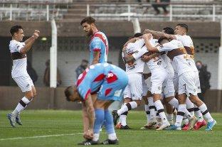 Platense derrotó a Arsenal y logró la primera victoria en el torneo
