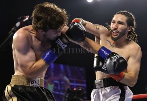El nieto de Muhammad Alí acabó con su rival en el primer round