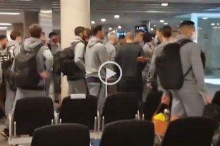El plantel de San Lorenzo recibió insultos de simpatizantes en el aeropuerto de Córdoba